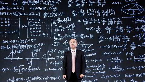Styreformann og grunnlegger av Softbank, Masayoshi Son, er pessimistisk på kort sikt. Han har bygget opp en krigskasse på over 700 milliarder kroner fra salg av selskaper under koronapandemien.