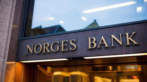 Vi har ikke bedt Norges Bank slutte med aktiv forvaltning, kun aksjeplukking, skriver artikkelforfatterne.