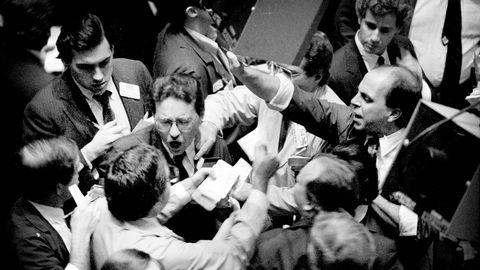Aksjene stupte på New York-børsen i 1987 og bare i løpet av én dag falt verdiene med 20 prosent. Dagens marked er verdsatt enda høyere enn før krakket i 1987.