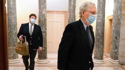 Flertallslederen i Senatet, Mitch McConnell, ber sine kolleger overkjøre president Trumps veto og vedta forsvarsbudsjettet.