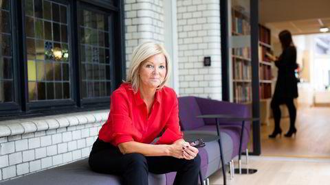 Artikkelforfatter Nina Riibe i Econa oppfordrer kvinner til å ta informerte valg for seg og sin familie og gir konkrete råd for å tette lønnsgapet mellom kvinner og menn.
