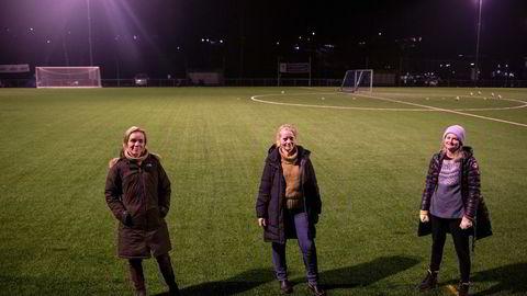 – Vår bekymring er at markedsaktører utnytter pandemien til å selge inn sine produkter, og at det er potensielt helsefarlig, sier akuttsykepleier Mari Bergan Mørkved. Her sammen med foreldrene og legene Lena Turzer (venstre) og Maria Ruud Møller (til høyre).