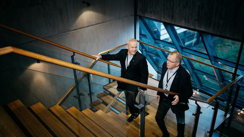 Anders Opedal (til venstre) arvet sjefsstolen fra Eldar Sætre i Equinor, som er Nordens desidert største utslipper av klimagasser. Ifølge en ny analyse er ikke klimaambisjonene høyere enn at Equinors virksomhet tilsvarer global oppvarming på 6,9 grader.