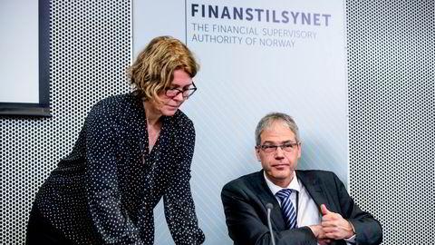 Avdelingsdirektør Per Mathis Kongsrud og seksjonssjef Thea B. Kloster presenterer Finanstilsynets boliglånsundersøkelse for 2020. Her fra fjorårets fremleggelse av undersøkelsen.