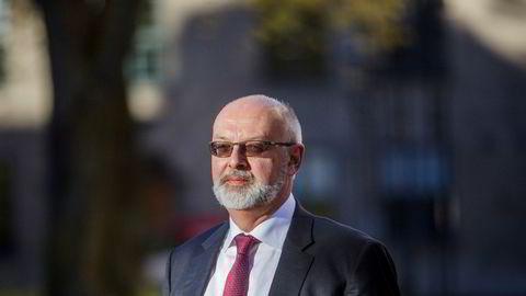 Tidligere visesentralbanksjef Jon Nicolaisen gikk på dagen da han ikke fikk ny sikkerhetsklarering. Kona er fra Kina, men statsborgerskap alene er aldri automatisk årsak til avslag, opplyser Sivil klareringsmyndighet.