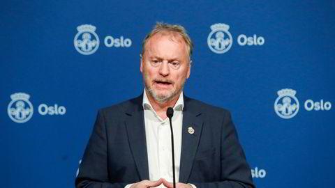Byrådsleder Raymond Johansen er bekymret over økende antall arbeidsledige i Oslo som følge av strenge koronatiltak.