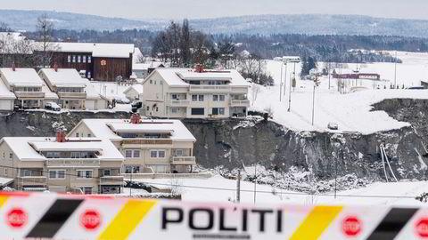 Dokumenter fra 2006 viser at entreprenørene i boligfeltet på Gjerdum selv fikk godkjenne arbeidet de utførte på stedet. To år senere ble slik egengodkjenning forbudt, skriver Aftenposten.