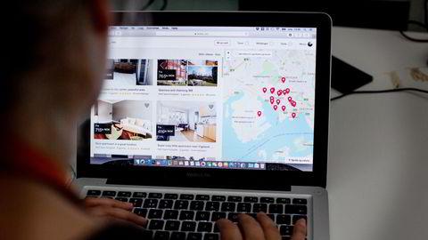 Airbnb lar deg leie ut rom, leiligheter, hus eller hytter til andre brukere. Selskapet bak tjenesten ble børsnotert forrige uke, og har gått som en farsott på børsen.