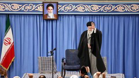 Irans øverste leder, ayatollah Ali Khamenei, mener Iran ikke kan stole på USA. Spørsmålet nå er om påtroppende president Joe Biden vil gå i forhandlinger med det iranske regimet og finne en vei tilbake til atomavtalen.