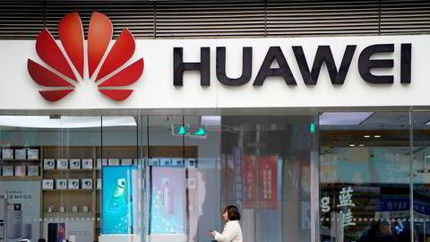 De tre største kinesiske mobiloperatørene er i full gang med utbyggingen av 5G. Huawei er utestengt fra en rekke vestlige land. Ericssons toppsjef er kritisk til det svenske forbudet.