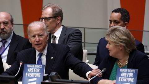 Joe Biden har varslet at USA igjen vil engasjere seg og ta ledelsen internasjonalt. Her som visepresident med statsminister Erna Solberg i FNs generalforsamling i 2016.