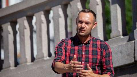 Torgeir Knag Fylkesnes, nestleder i SV, tar sammen med Rødt og Senterpartiet til orde for å utrede om kjedenes egne merkevarer skal forbys.