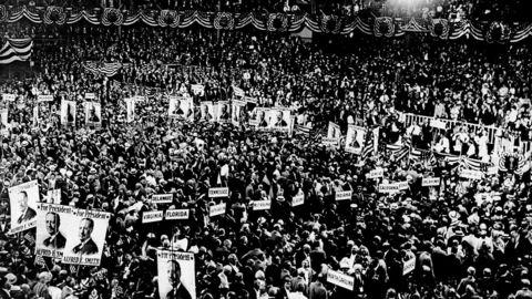 Høy temperatur. Demokratenes landsmøte i Madison Square Garden i 1924. Det endte med slagsmål blant guvernører da partiet skulle debattere sitt standpunkt til ekstremisme. Foto: NY Daily News Archive / Getty Images