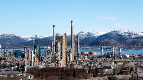 I Equinors granskningsrapport kommer det frem at 112.000 liter olje til nå er hentet opp fra Equinors Mongstad-raffineri.