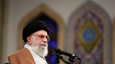 Ali Khameini forsvarer at oljeprisen er opp 50 prosent.