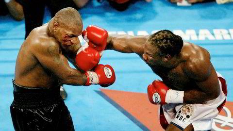 Mike Tyson har sagt det godt: «Alle har en plan frem til de får en knyttneve i ansiktet». Fra boksekamp med Mike Tyson mot Lennox Lewis i 2002.