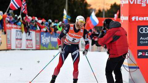 Siste etappe opp «monsterbakken» i Tour de Ski i 2017 ble også tøff for Martin Johnsrud Sundby som gikk inn til en annenplass.