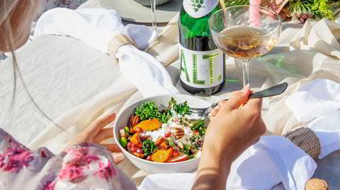 Skål for hjemlevering. Emilie Nereng og Smiz har kommet frem til at fenomenet bowl – en variert rett komprimert til en skål – er det mest effektive for hjemlevering.