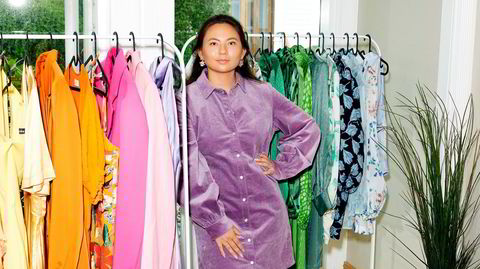 Visning hjemme. I huset i Sandnes er gangen gjort om til visningsrom hvor kundene kan prøve og låne klær.