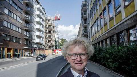 Jan Andreassen, sjeføkonom i Eika-gruppen frykter tall for boligbygging og folkevekst er svært dårlige nyheter. - Det er fare for et krakk-scenario, og prisene kan falle 20 prosent fra toppen, sier han.