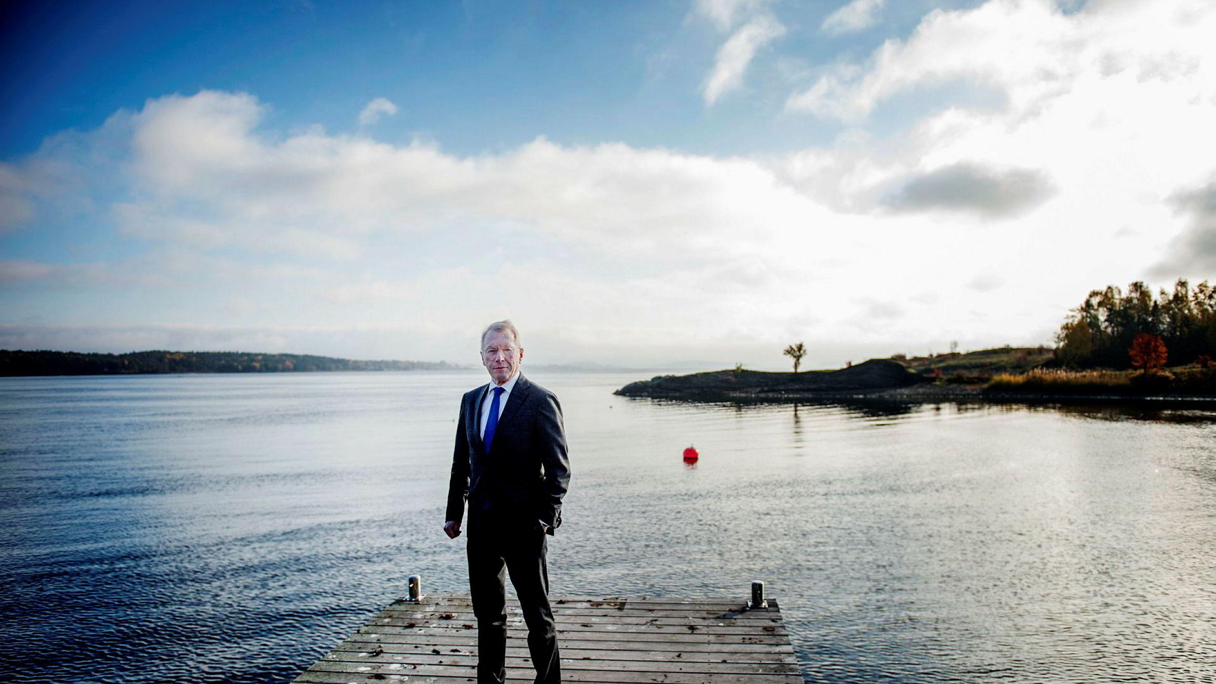 Investor og næringslivsleder Jens Ulltveit-Moe mener regjeringen sløser med skattebetalernes penger ved å gi krisehjelp til den kriserammede papirprodusenten Norske Skog.