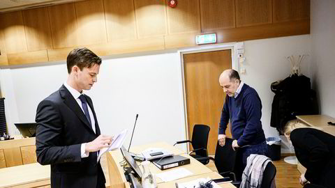 Kryptogründer Erik Solberg (til høyre) tapte mot Siemens i Asker og Bærum tingrett. Her fra forhandlingene torsdag 5. desember. Til venstre er advokat Jo Ørjasæther fra Wikborg Rein, som representerer Siemens.
