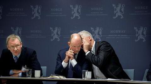 Ole Erik Almlid var tidligere i mars på et møte med regjeringen om koronaviruset. Her sammen med Idar Kreutzer, administrerende direktør i Finans Norge (til venstre) og sjeføkonom Øystein Dørum i NHO (til høyre).