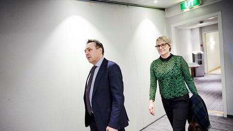 Fylkesordfører Tore O. Sandvik (Ap) i Trøndelag mener det ikke er lurt å la lokalpolitikere avgjøre spørsmål med store handelspolitiske konsekvenser. Til høyre fylkestingspolitiker Anne Marit Mevassvik (Ap).