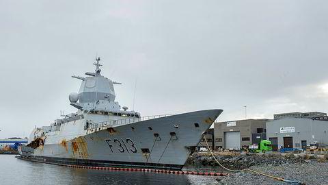 KNM Helge Ingstad ligger ved kai på CCB-basen på Ågotnes etter ulykken og skal hugges opp.