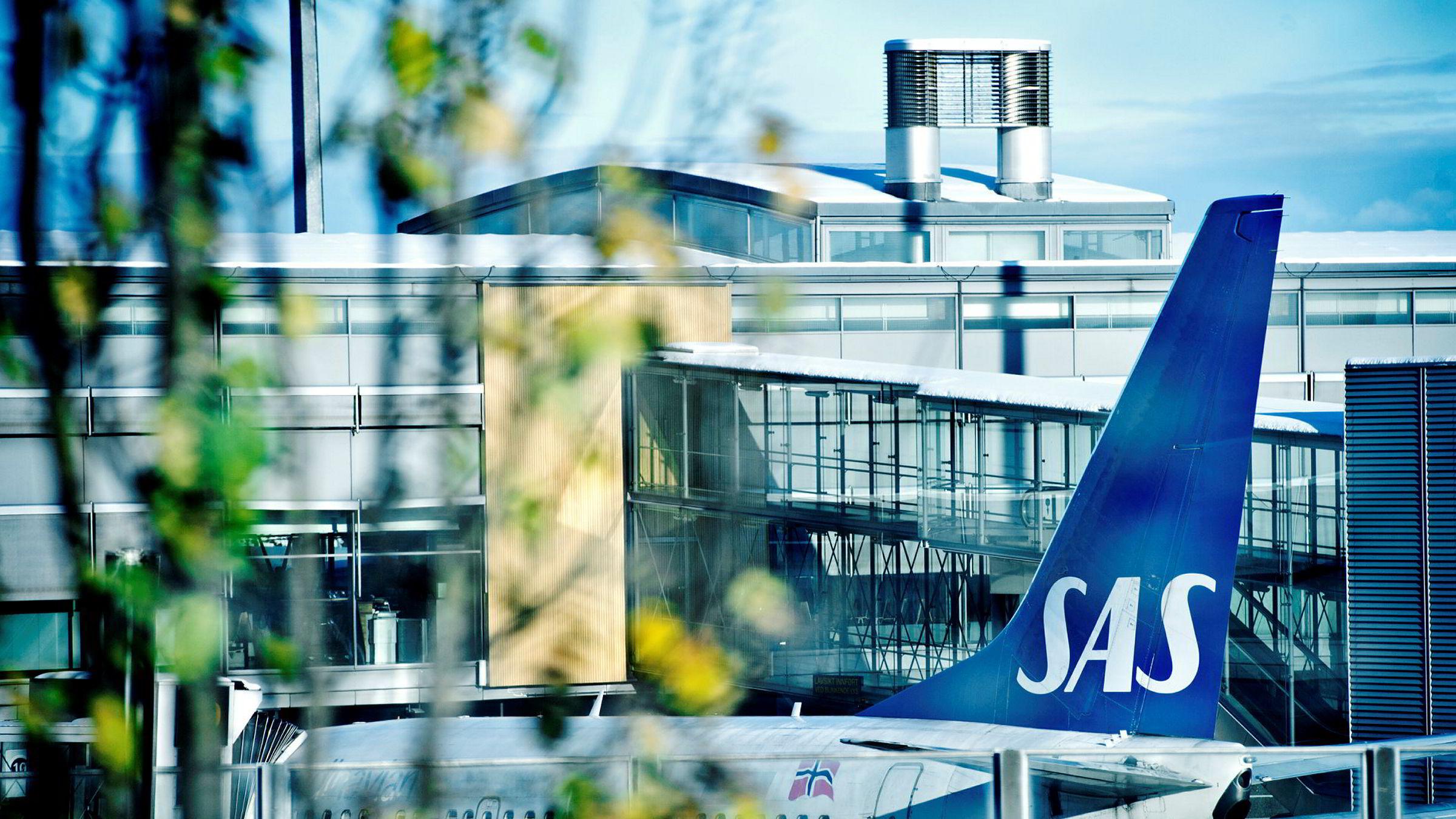 SAS trenger mer enn 12,5 milliarder kroner i ny finansiering – blant annet frisk egenkapital – og ber statene om hjelp. Også Norge kan bli med på en løsning. Her fra Oslo lufthavn.