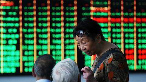 Investorer frykter at opptrappingen i handelskonflikten mellom USA og Kina vil få svært alvorlige konsekvenser for den globale handelen. Aksjekursene stupte over hele Asia på tirsdag – mest ved Shenzhen-børsen i Kina.