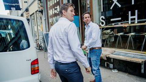 Norges Uber-sjef Carl Edvard Endresen (til venstre) sammen med kommunikasjonssjefen i Storbritannia, Irland og Norden, Harry Porter.