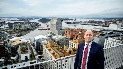 Fredrik Granrud Helset i DNB mener bankene har strammet inn, og at kapitalen nå vil komme fra andre steder enn tidligere.