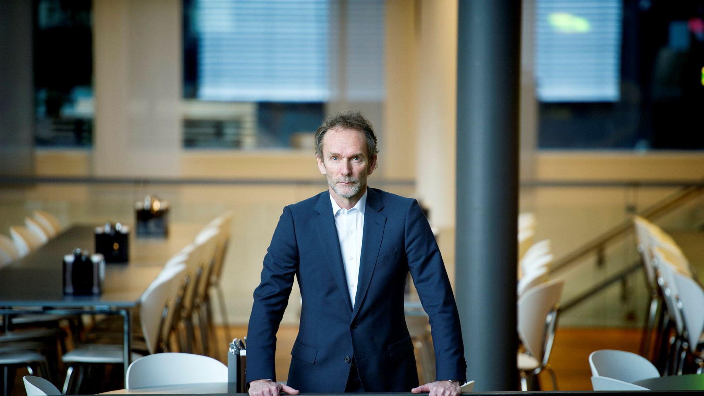 Sjeføkonom Harald Magnus Andreassen i Sparebank 1 Markets ser ingen spesielt god grunn til optimisme etter børsfesten Wall Street fredag.