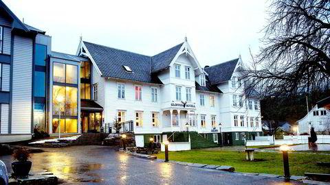 Eiendoms- og hotellinvestoren Erik Berg og hans hotellkonsern Classic Norway har kjøpt historiske Gloppen Hotell i Sandane i Sogn og Fjordane.