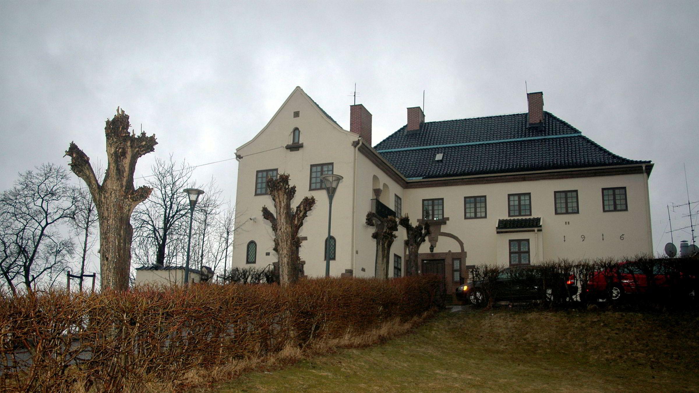 Den kinesiske ambassaden i Oslo er ikke imponert over Aftenpostens dekning av mangelfullt medisinutstyr.
