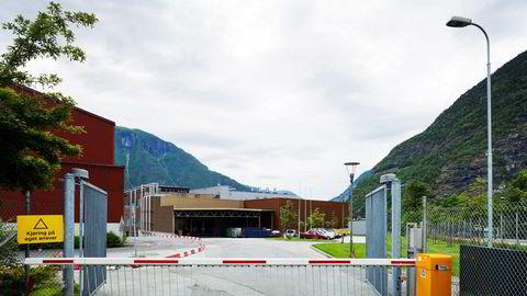 Norsun på Årdalstangen har varslet ansatte om mulige permitteringer.