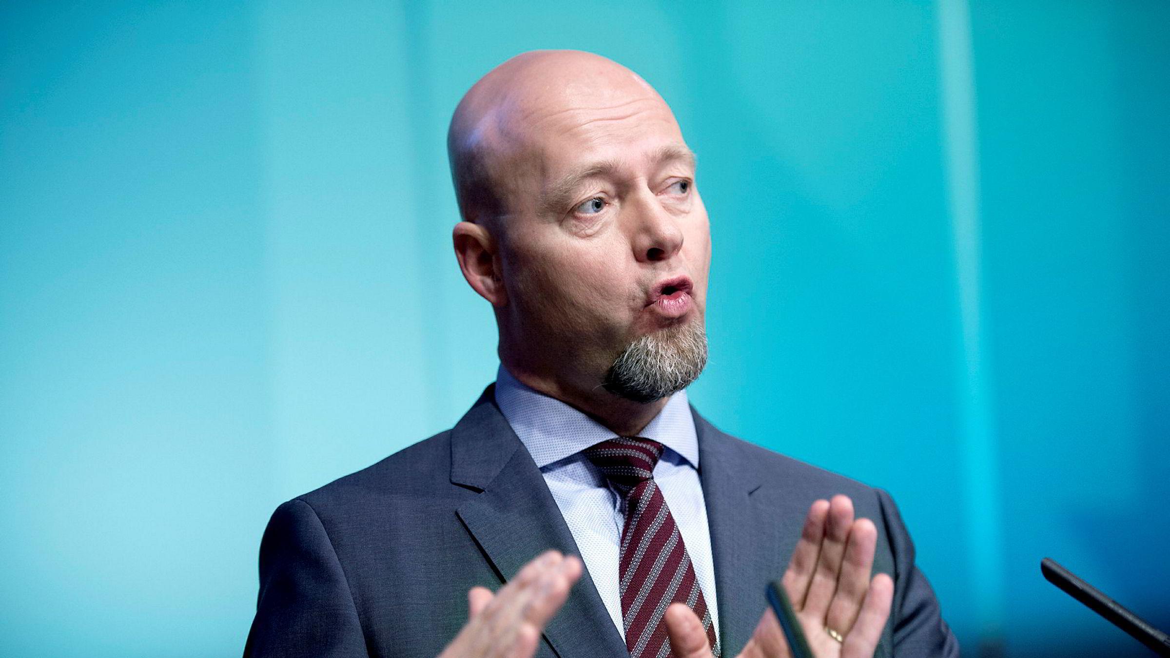 Yngve Slyngstad, sjefen for Oljefondet, skal kvitte seg med oljeprodusenter.