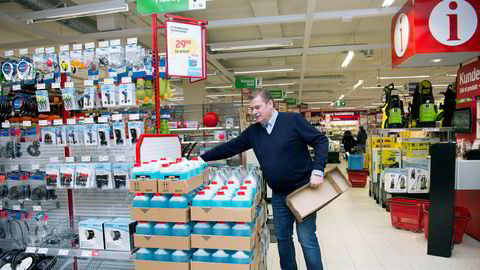 Per Jacobsen, som er administrerende direktør i Jula Norge, har styrt unna Oslo, men har løftet den svenske kjeden til over to milliarder i det norske markedet. Her er han i butikken like ved hovedkontoret i Lørenskog.