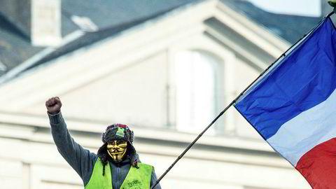 Halvannen måned med streiker og aksjoner har tvunget president Emmanuel Macron til å vanne ut sitt forslag om nødvendig pensjonsreform.