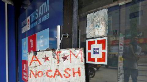 Indiske minibanker er tomme for kontanter. Tilliten til banksektoren har nådd en ny bunn.