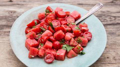 Salat med tomat og vannmelon.