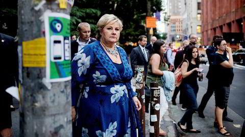 Fra «Skavlan» til NYU. Erna Solberg ved Washington Square Park på vei til et veldedighetsarrangement der hun og Norge hylles for generøse bidrag