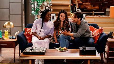 Harper (Laci Mosley, fra venstre) er ny, mens Carly (Miranda Cosgrove) og Freddie (Nathan Kress) er gamle kjenninger i «iCarly».