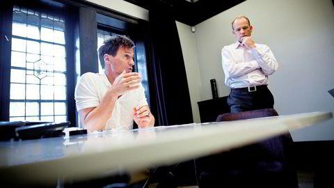 Nordic Choice har sagt opp rundt 1000 innen utgangen av august, om regjeringen ikke gir etter, sier selskapet. Petter Stordalen (til venstre) eier hotellkjeden og Torgeir Silseth er administrerende direktør. Bildet er tatt ved en tidligere anledning.