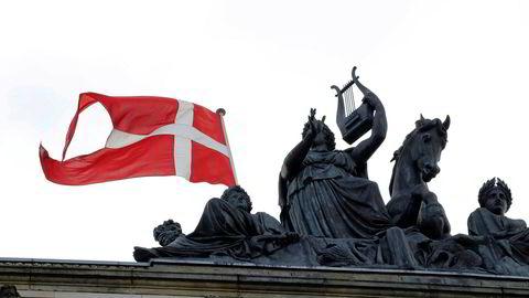 Stadig flere privatkunder og selskaper i Danmark må betale for å ha penger i banekn.