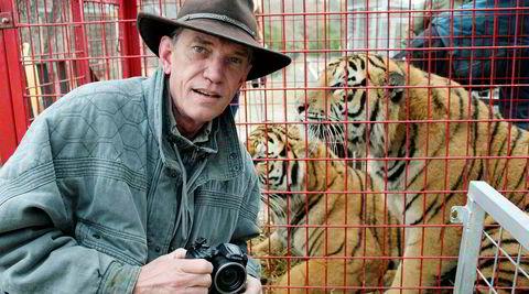 Den amerikanske tv-produsenten Rick Kirkham bodde i et år i den Netflix-aktuelle tigerparken Greater Wynnewood Exotic Animal Park i Oklahoma. Eieren av parken, Joe Maldonado-Passage, kjent som «Joe Exotic», ble i 2018 dømt til 22 år i fengsel for å ha hyret en leiemorder til å drepe en dyrevernsaktivist.
