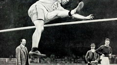 Verdens beste atlet. Amerikanske Jim Thorpe (1887–1953) var suveren i både fem- og tikamp under OL i Stockholm i 1912, men så ble han disket.