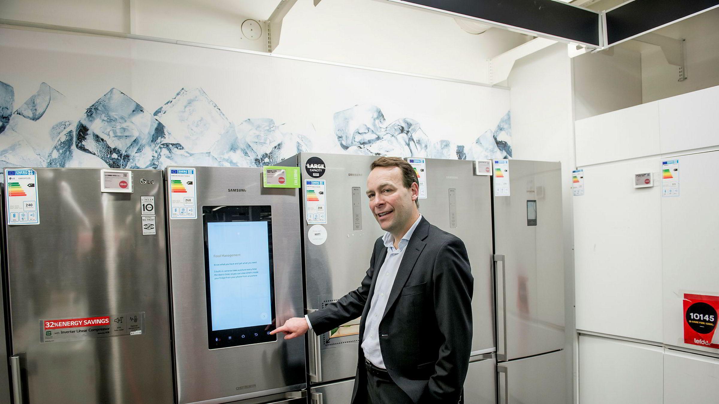 Jaan Ivar Semlitsch, konsernsjef for Elkjøp Nordic, passerer nå erkerivalen Power på Norsk kundebarometer.
