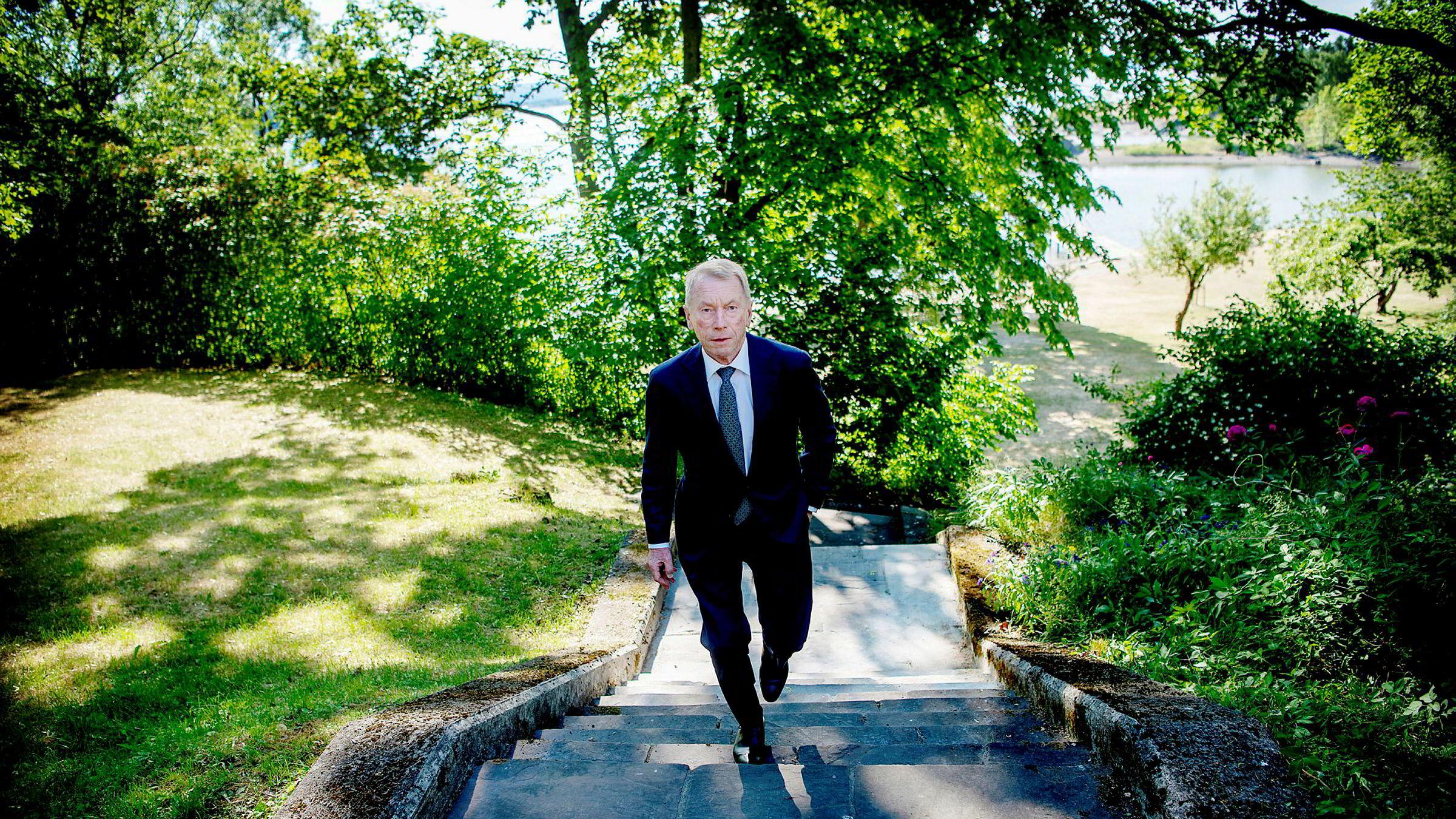 Investor Jens Ulltveit-Moe venter at Donald Trumps straffetoll vil ramme skogbruksvirksomheten i Canada hardt. Nå selger han hele butikken for 415 millioner kroner.